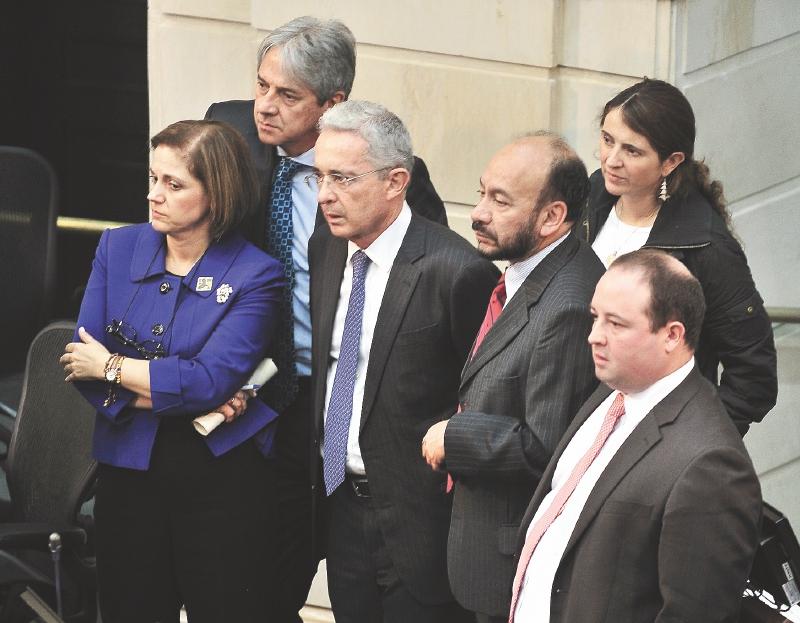 La rebelión en el Centro Democrático   EL ESPECTADOR
