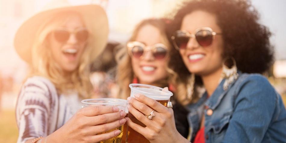 Cinco beneficios desconocidos de la cerveza para la mujer | EL ...